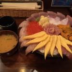 メガ盛り海鮮丼!秋葉原「まぐろ亭」で超贅沢丼大盛り!はみ出し・とび出し!