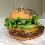 「クアアイナ 神田駿河台店」ハワイで一番有名なハンバーガーをデリバリー!!