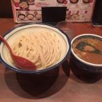濃厚スープでシメの一杯!神田「三田製麺所」でつけ麺特大!