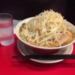 デカ盛り二郎インスパイア!神保町「用心棒」でラーメン大盛り+野菜マシ!