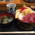 デカ盛り海鮮丼ランチ!馬喰横山・馬喰町「寿司富」で大盛りちらし!