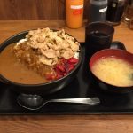 渋谷メガ盛り!「伝説のすた丼屋」ですたみなカレー肉飯増し+ご飯大盛り!