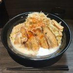 東京デカ盛り油そば!「春日亭 神保町店」で最強盛り約1kg・炙りバラ肉鳥豚!