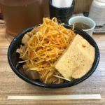 新宿デカ盛り!「岡むら屋」で辛ねぎ肉めし・山盛り・煮込み豆腐!