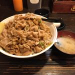 デカ盛りスタミナ丼!「伝説のすた丼屋」で増し増しトリプルメニュー!