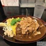 「カレーは飲み物。秋葉原店」でデカ盛り黒い肉カレー・山盛り・ガリ豚トッピング!